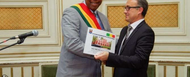 Le Maire d'Angoulême reçoit le titre de citoyen d'honneur de Ségou par son homologue