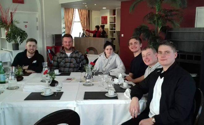 Une équipe de cuisiniers anglais à l'Amandier